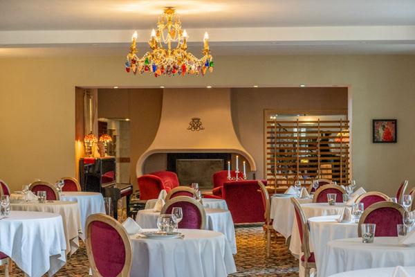 Restaurant Les Cèdres, la salle, Villeneuve de Rivière