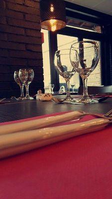 Table-avec-couverts-La-Promenade-du-Pavri-BUZET-SUR-TARN