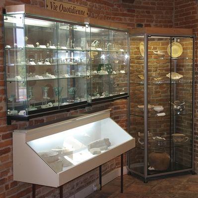 Vue generale des vitrines musee archeologique VILLARES
