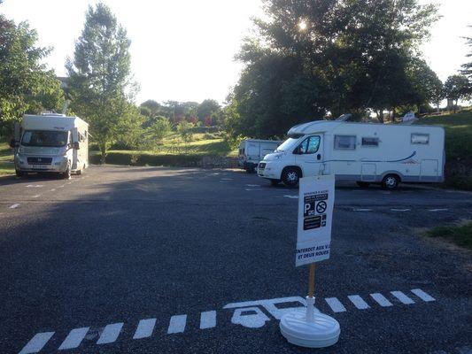 camping car aire de service AUZAS