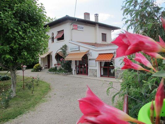 exterieur restaurant hostellerie-du-parc LABARTHE