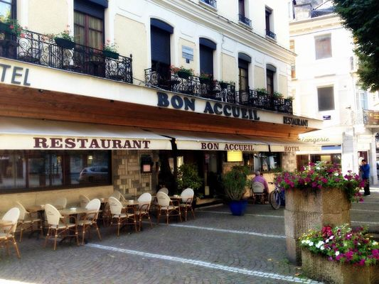 hotel-bon-accueil-terrasse1-luchon