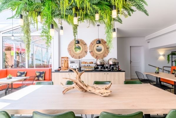 2-breakfast-room