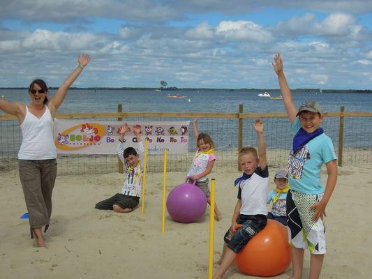 Bo and jo club de plage les acrobates (1)