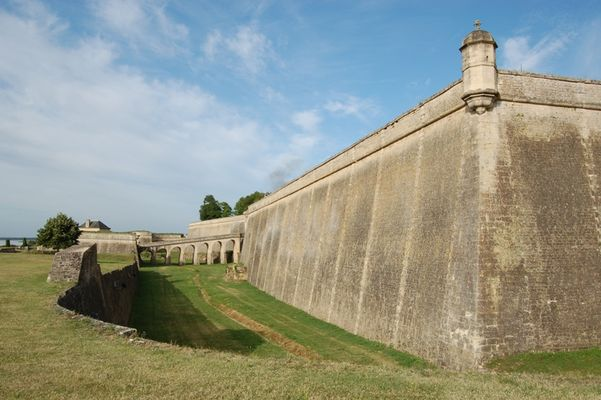 citadelle-Blaye-Unesco-douve-800x600