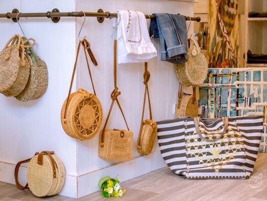 19-04-19-Carla-s-Boutique-007--002-