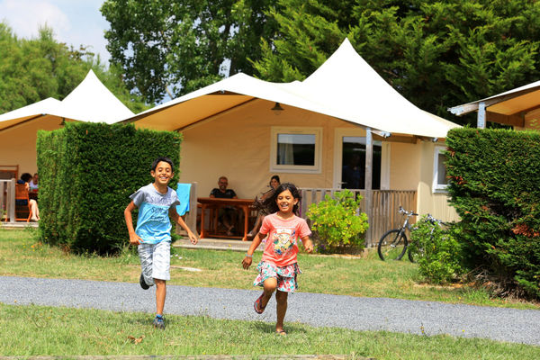 Chalet-Camping-LaBelleAnse-LaTranchesurMer (1)-w1200-h1200