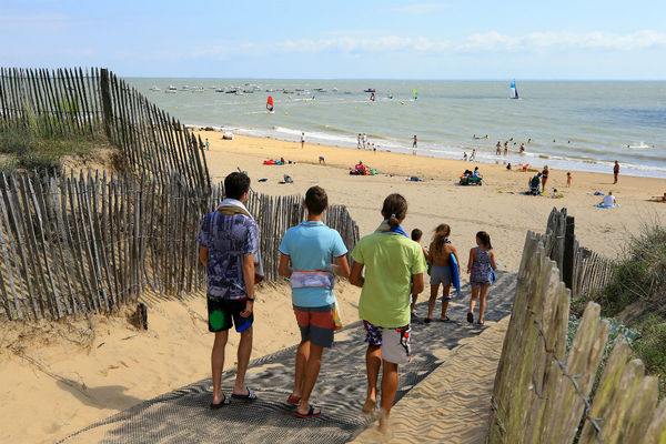 Plage-AD-Camping-LaGriere-LaTranchesurMer (2)-w1200-h1200