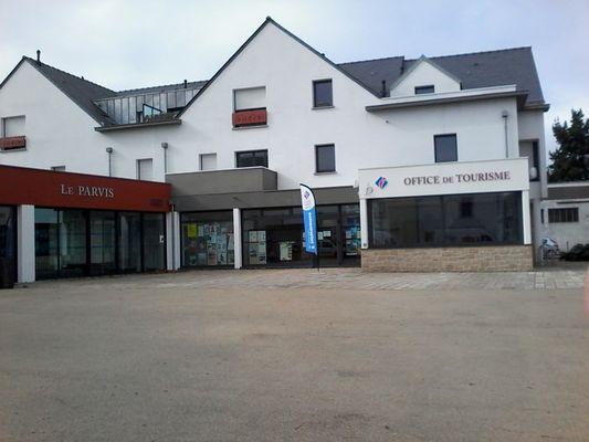 Vue du BIT - Place de l'église - salle Le Parvis