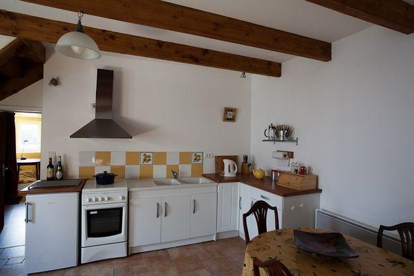 location-chaumiere-au-coeur-de-l-ile-de-fedrun-en-briere-cuisine-664978