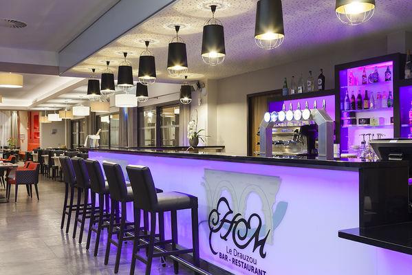 5Comforthoteldrauzou_Figeac_Bar_restaurant