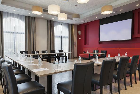 8Comforthoteldrauzou_Figeac_Salle de réunion