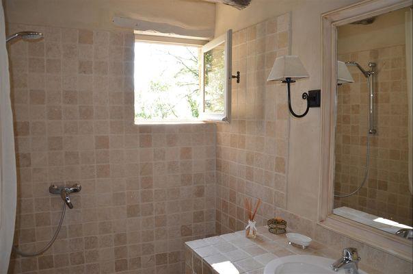Gîte Rigoudau-Saint Denis les Martel-salle d'eau