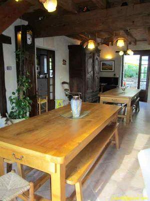 La salle à manger et les tables en chêne