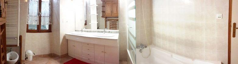 Salle de bains au rdc double vasque et baignoire