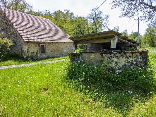 05Péchaurié - Entre puits et maisons © Lot Tourisme - C. Sanchez