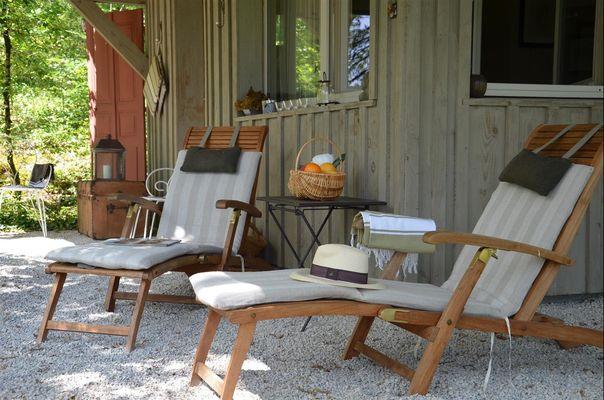 Gîte Durocher-St Denis les Martel-chaises longues