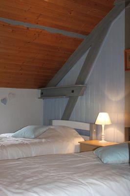 une partie de la chambre de 4 lits simples