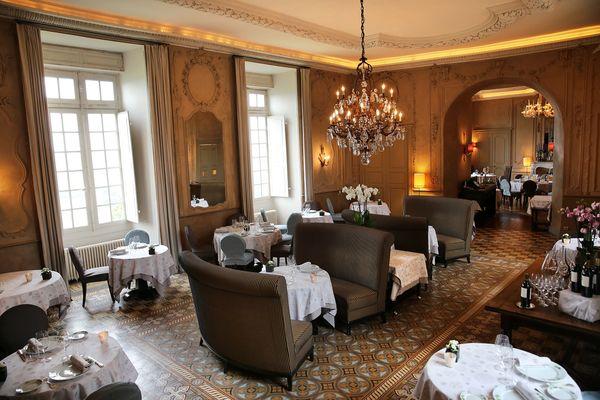 Salle du restaurant du Château de Mercuès