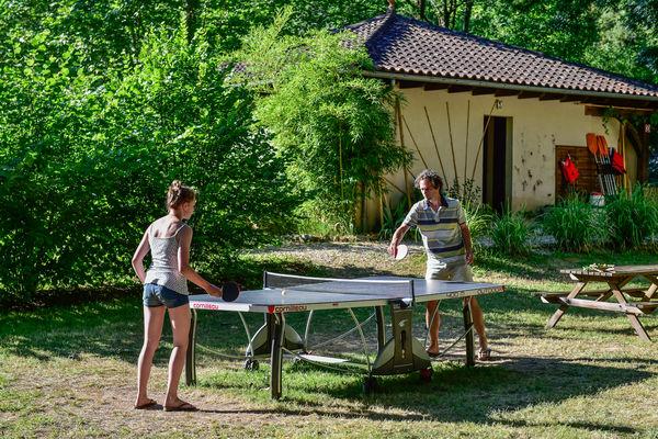 Activité ping-pong - les Cournoulises_05 © Lot Tourisme - C. ORY