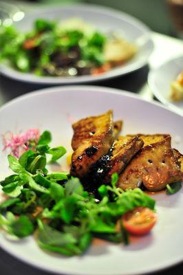 Assiette de foie gras poêlé - Ferme auberge de la Veillée Gourmande à Montdoumerc_12 © Lot Tourisme - C. ORY