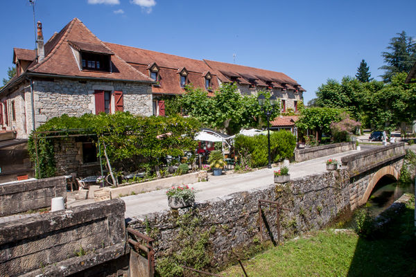 Auberge de Lile-creysse - facade (2)