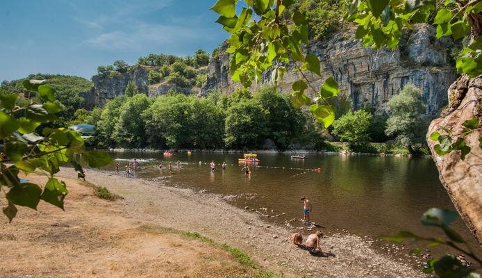 Baignade dans la Dordogne à Gluges_05 © Lot Tourisme - C. ORY