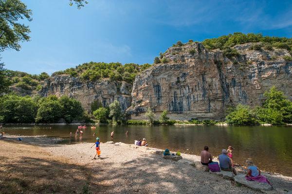 Baignade dans la Dordogne à Gluges_01 © Lot Tourisme - C. ORY