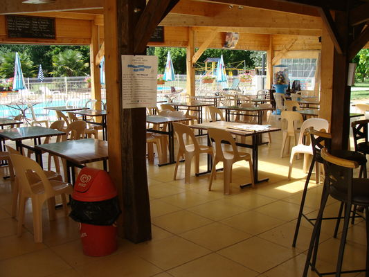 BrasserieCampingLeMoulinVieux_Brengues_Salle