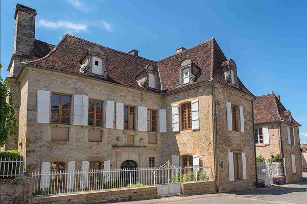 CAZALS - Domaine de Vielcastel - Façade de la maison noble des Salviac de Vielcastel