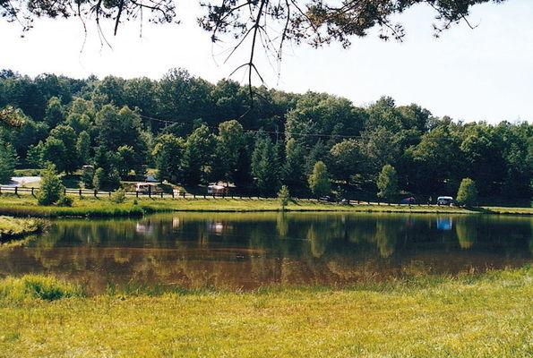 Camping Municipal Lac des Vergnes
