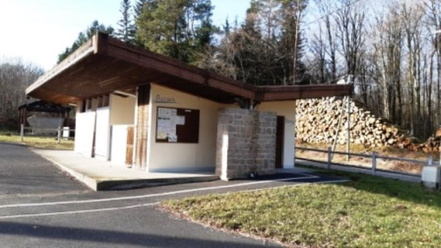 Camping-Municipal-la-Croix-de-Brunal-St-Martin-la-Meanne--Bloc-Sanitaire