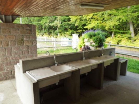 Camping-Municipal-la-Croix-de-Brunal-St-Martin-la-Meanne-bloc-sanitaire-