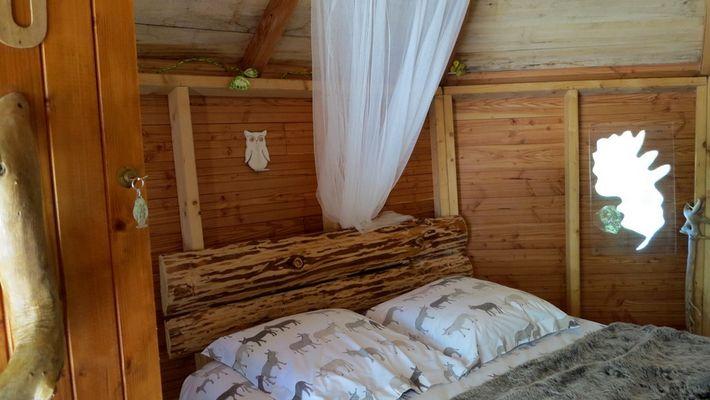 CabanesSilvae-Camps_cabaneHibouTeteDeLit