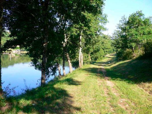 Dégagnac : Sentier le long du Lac