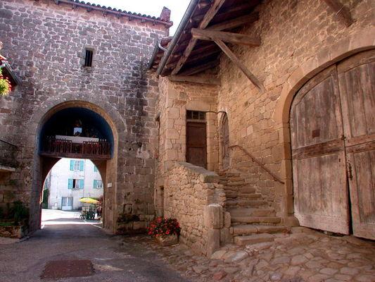 Sousceyrac : Portail Notre Dame