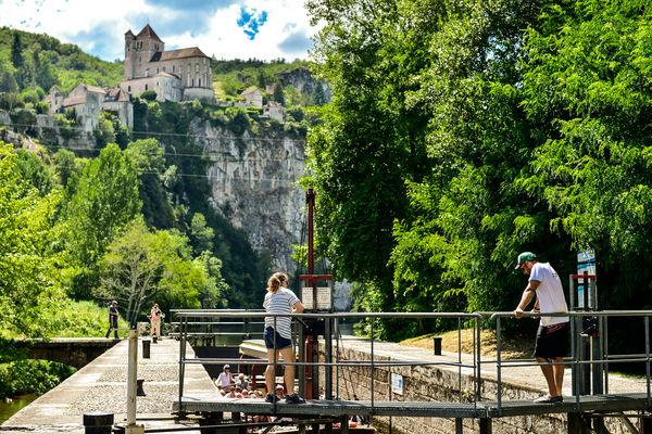 """Croisière des """"7 Merveilles"""" - passage d'écluse_10 © Lot Tourisme - C. ORY"""