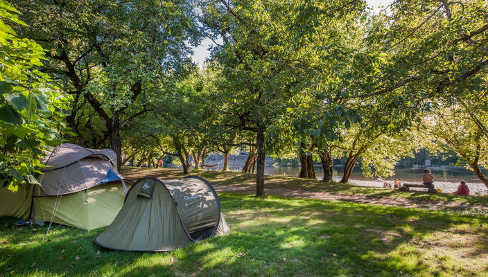 Emplacement tente - camping du Port, Creysse © Lot Tourisme - C. ORY