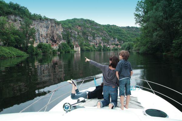 Enfants sur pont du bateau © Lot Navigation