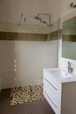 Espagnac St Eulalie - gîte 297 salle de bain
