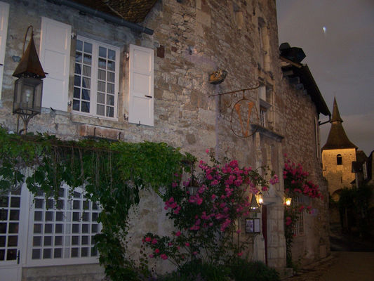 Exterieur nuit - La Maison des Chanoines - Turenne - Vallée de la Dordogne