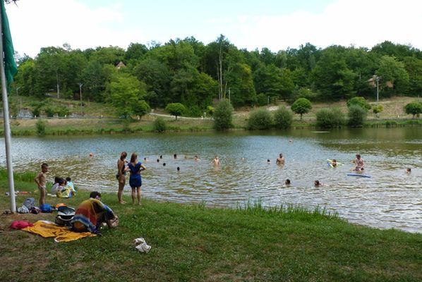 Baignade au plan d'eau de Frayssinet le Gélat