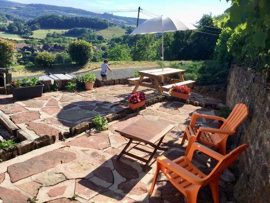 GîteFamilial-terrasse-MmeVIGUIER_Noailhac
