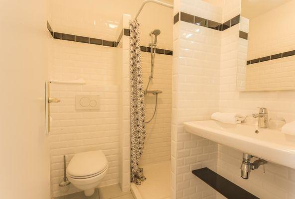 Hôtel Le Belvédère-Rocamadour-douche wc