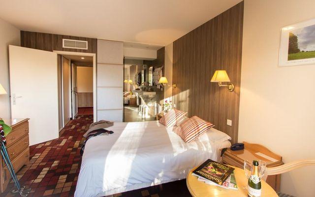 Hôtel les 3 soleils-st jean lespinasse-chambre