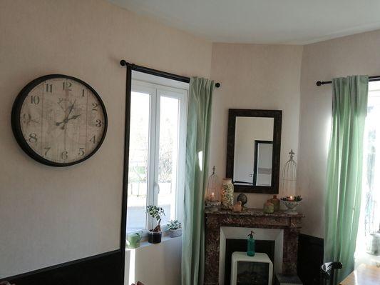 La maison ô kiwis-St Denis-Martel-salle à manger