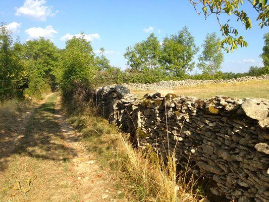 Lugagnac  : Chemin Muret en Pierres Sèches