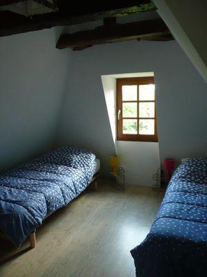 La Mérelle Chambre sous toit en lauzes.jpg