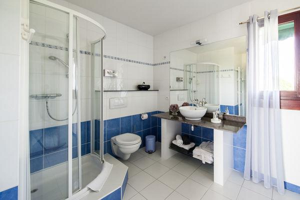 La Villa Touloumo - Mayrac - Salle de bain, chambre Loubressac