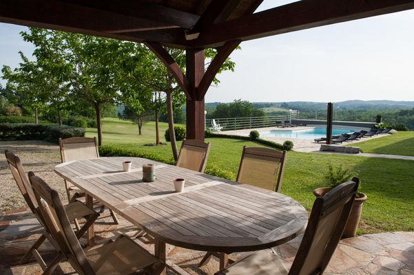 La Villa Touloumo - Mayrac - Terrasse et piscine